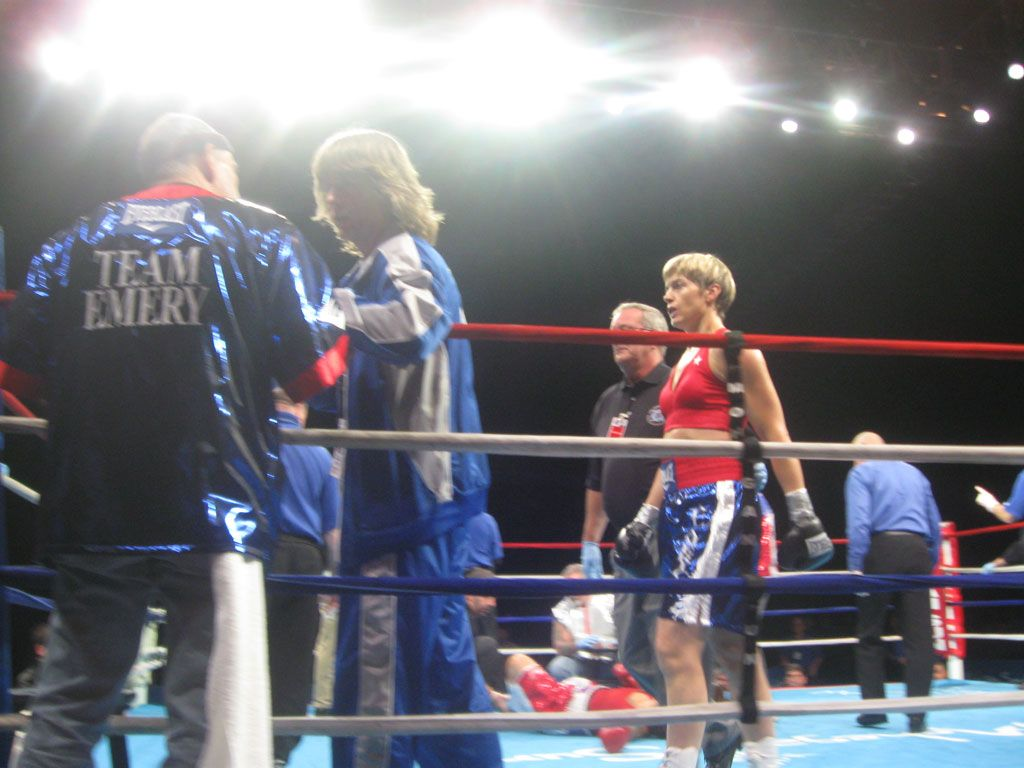 Jill Emery proved that she is now one of the best in the world in the welterweight division!