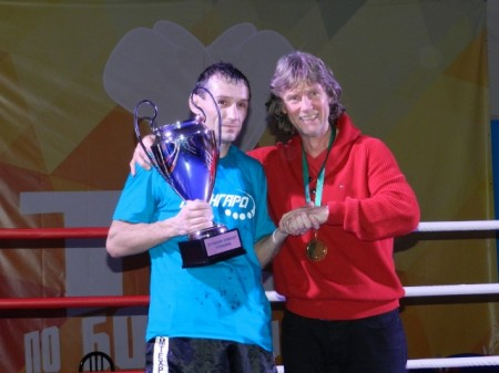 "Michael Kozlowski presents the Prize to "" the Best Boxer"", Roman Seliverstom."