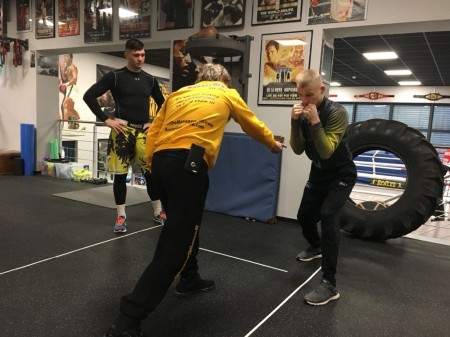 The boxing coach, Michael Kozlowski, and the Polish professional boxer, Marek Jedrzejewski, are working on the technique.